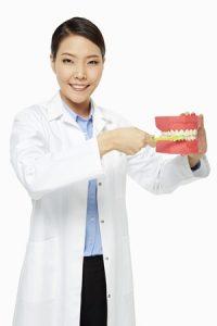 מומחה בהשתלת שיניים